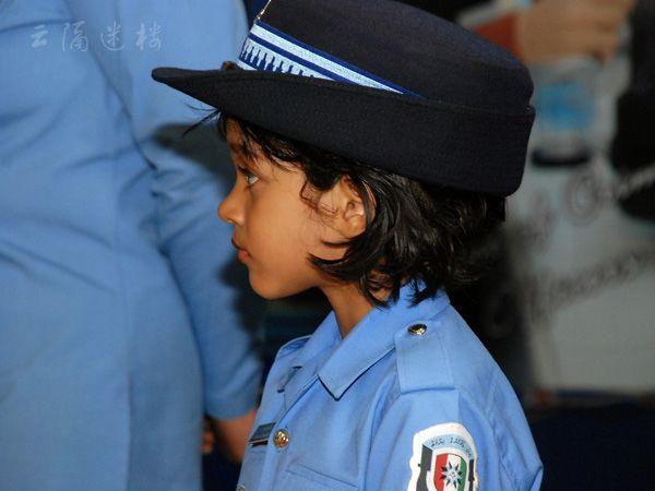 Красивые представители дорожной полиции в разных странах мира
