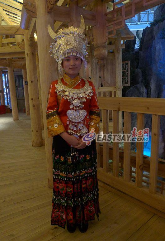Красивые экскурсоводы, работающие в региональных павильонах Китая на ЭКСПО-2010