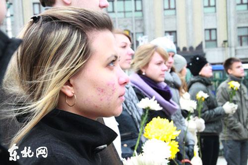 Участники конкурса «Очарование китайского языка» в Праздник Чунъянцзе посетили Памятник павших советских воинов
