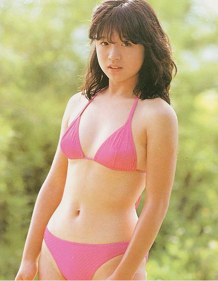 中森明菜出道初期泳装写真