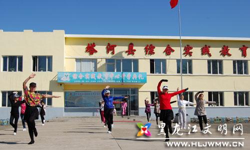 自全民健身日以来,也为了迎接县级运动会的召开,花园学校
