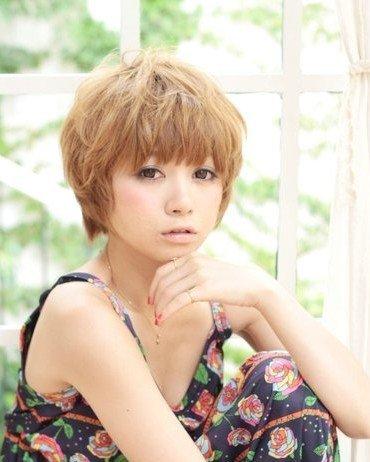 日系蓬松短发发型,短烫发让整个头发蓬松有