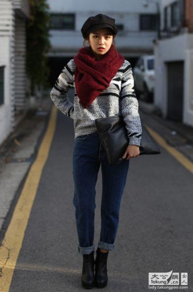 红色围巾搭配花色针织