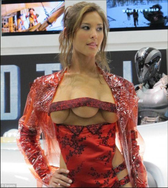 奇闻异事:长着三个乳房的美女模特 奇异|乳房|模