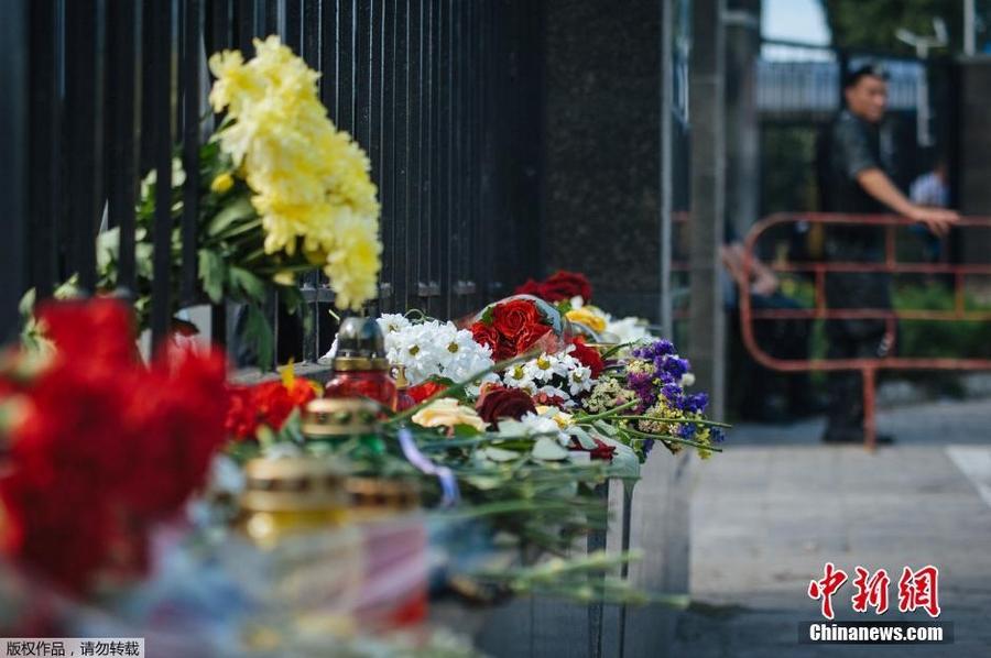 Люди в москве почтили память погибших