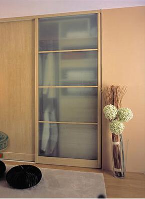 卧室衣柜装修效果图:原木色的设计