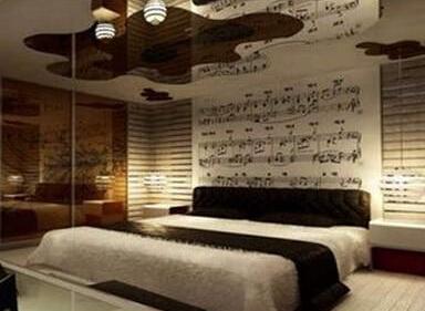 卧室背景墙装修案例 音乐符号上墙琴瑟和鸣