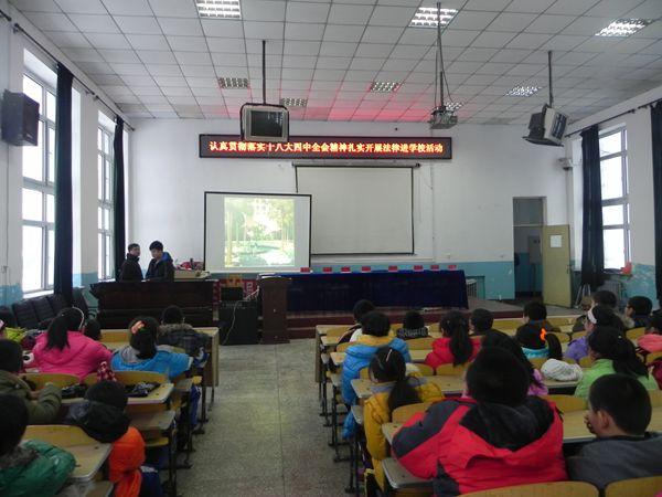 农场组织开展 宪法进校园 活动