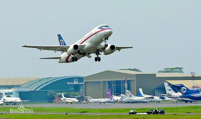 苏霍伊-100超级喷气式飞机从哈巴罗夫斯克首航中国