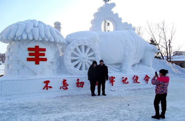 雪雕扮靓边陲小城