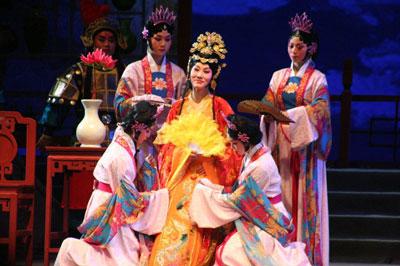 Известные традиционные спектакли