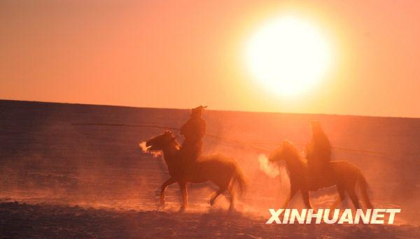 Большой табун лошадей во Внутренней Монголии КНР