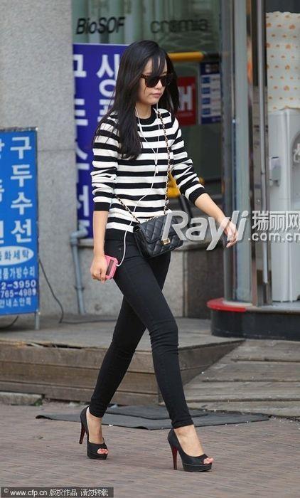 无敌显瘦 韩国街拍都爱紧身小脚裤图片