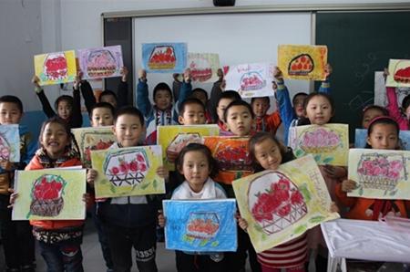 塔河县第一小学的学生们通过不同的