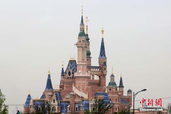 上海ディズニーの地下鉄駅に迫る