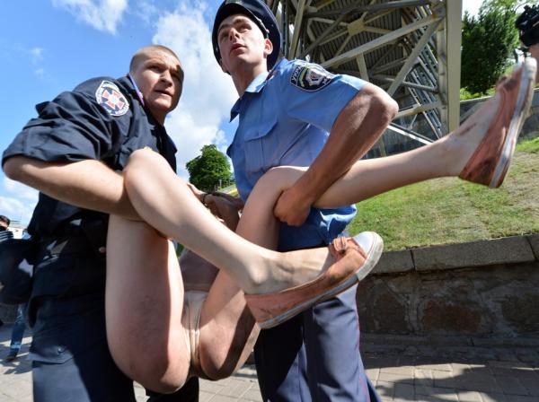 外国美女都爱裸体游行